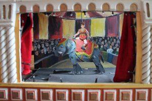 De Speelman met circus Mini straattheater - El Capstok