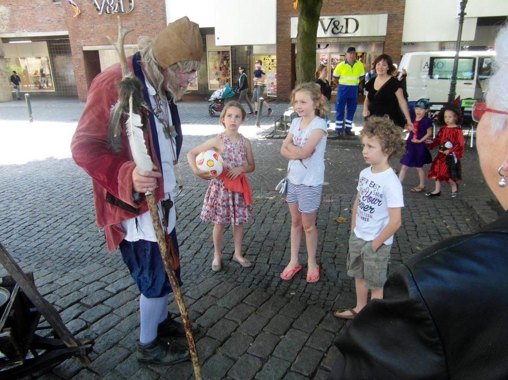 Straattheater Tovenaar Runewold - El Capstok
