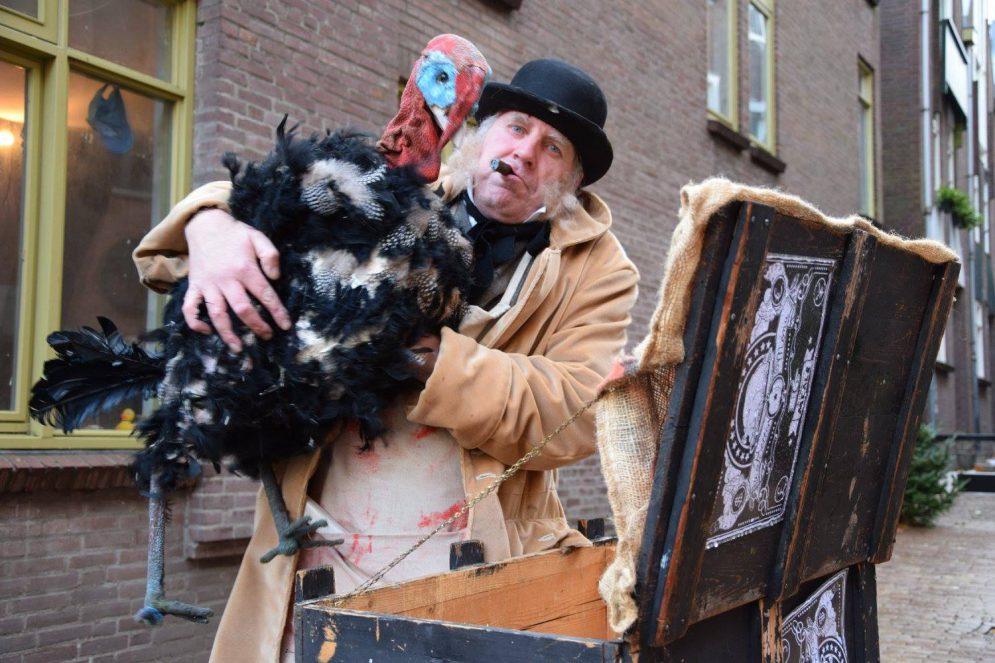 straattheater act Cold Turkey Kerst  - El Capstok