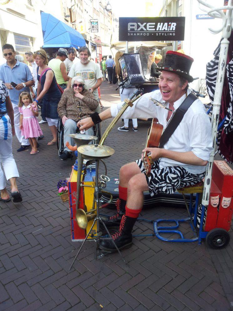 De vrolijke noot op uw evenement Straatmuzikant Ben Jur