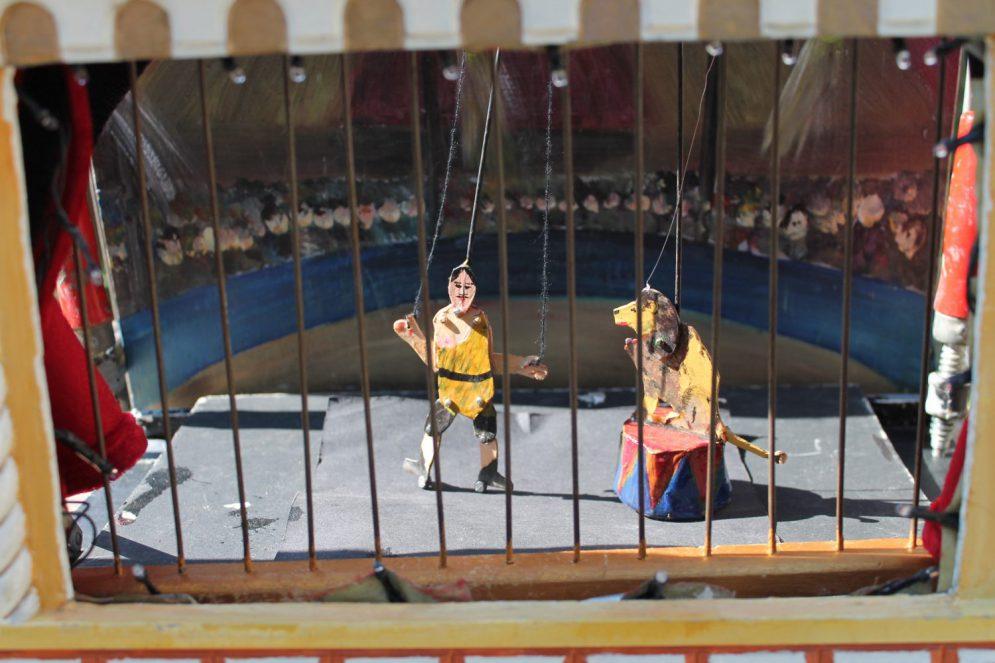 Circus Mini van de Speelman straattheater - El Capstok