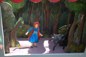 Poppentheater poppenkast sprookje Roodkapje