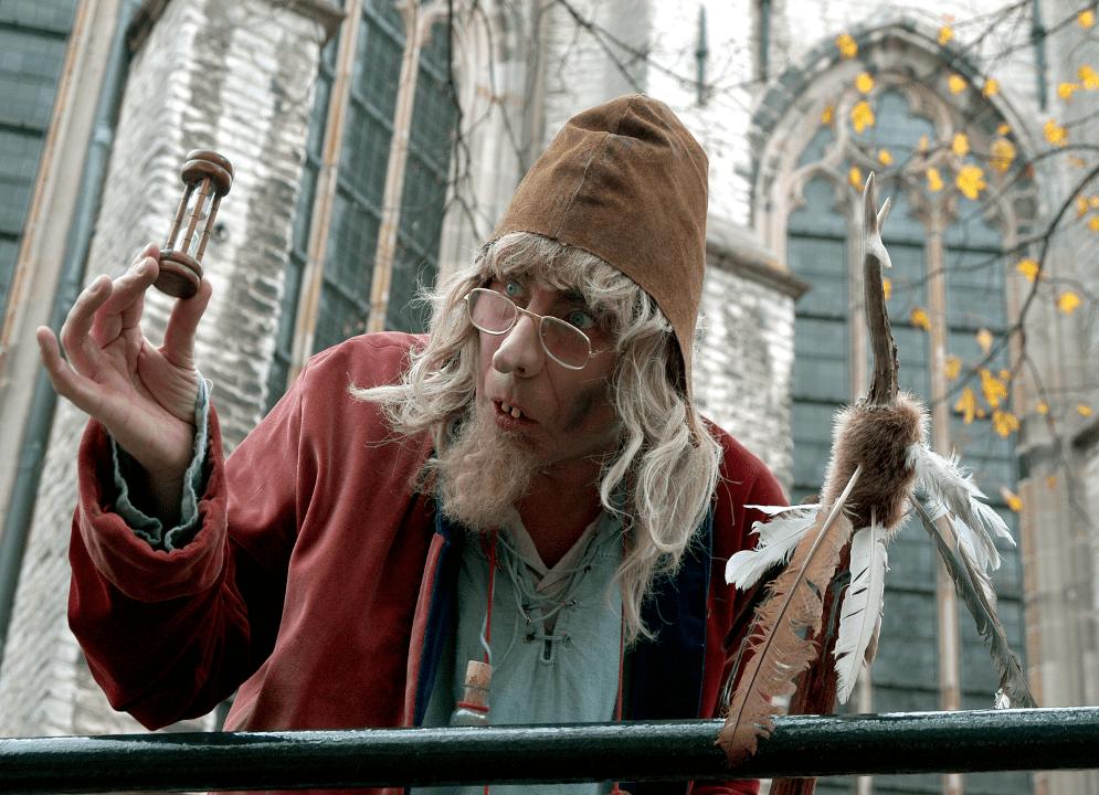 Runewold tovenaar straattheater - El Capstok