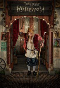 Tovenaar Runewold -Straattheater El Capstok