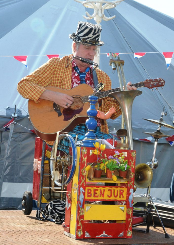 Straatmuzikant Ben Jur one-man-band - El Capstok