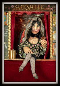 Straattheater waarzegster Madame Rosalie zegt waar