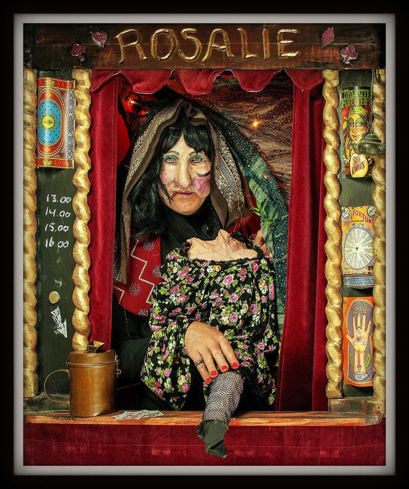 Rosalie voorspelt straattheater